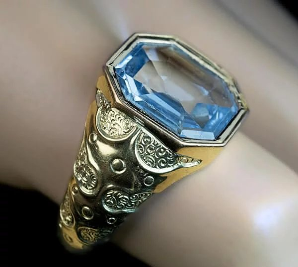 Antique 7 Ct Blue Sapphire Chased 14k Gold Men S Ring