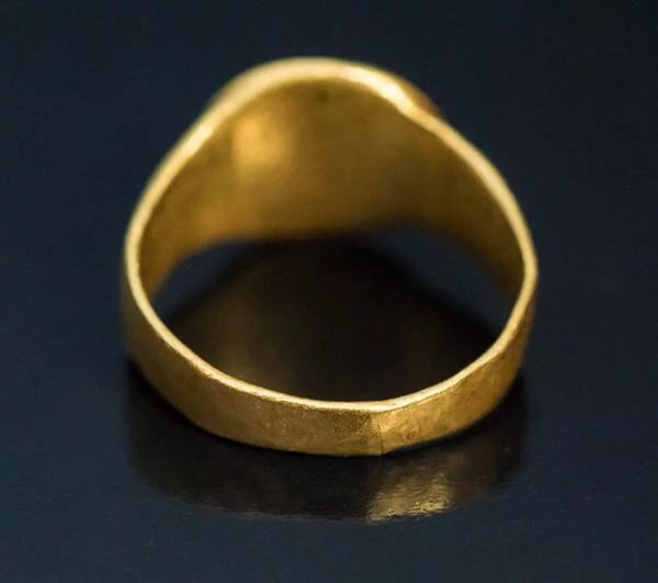 Ancient Greek Gold Intaglio Ring Circa 4th Century Bc Click To Expand