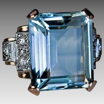 Art Deco Vintage 17 Ct Aquamarine Diamond Platinum 14K Gold Vintage Cocktail Ring