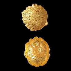Weeping gold  2 dishes   22 kt. gold