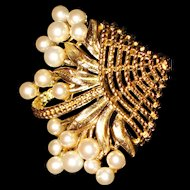 Gold tone imitation Pearl Brooch / Trifari