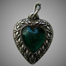 """Vintage Emerald Paste Fleur-de-lis Border """"Mama"""" Sterling Heart Charm"""