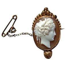 Pretty early Victorian or Georgian Carved Shell Cameo Brooch of Goddess Demeter / Ceres