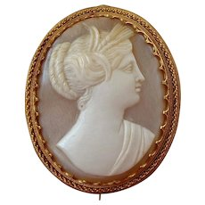 Antique Italian 18k Gold Vatican Workshops Carved Shell Cameo Brooch of Demeter / Ceres