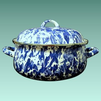 Large Two Handled Blue/White Swirl Graniteware Pot with Lid
