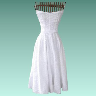 1950's Tea Length Bridal Dress made of Embroidered Organdy