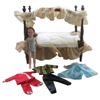 Sandra Sue Doll, Canopy Bed, 3 Outfits, Clothes Bags