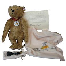 Steiff *FRANZ* Bear - 2004 Club Bear - With Steiff Elephant Stamper and COA And Bags #04621 - Never Displayed