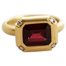 18K Gold, Garnet and Diamond Ring - Classical Style, Size 8.5
