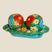Bright Colored Flower Balls Japan Salt & Pepper Shakers