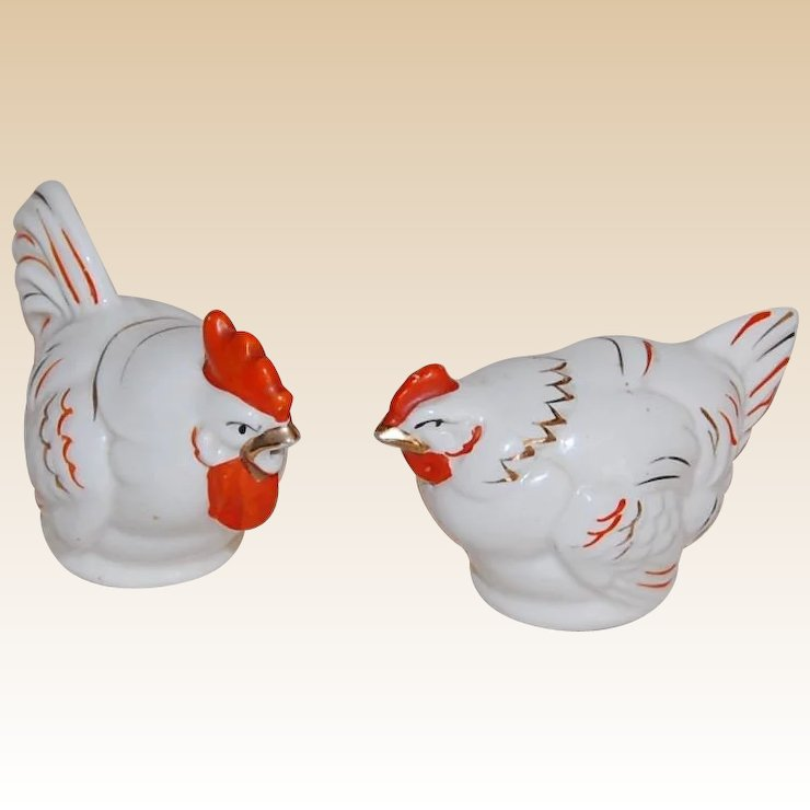 Vintage Hen And Rooster Salt Pepper Shakers Red White Gold Ens