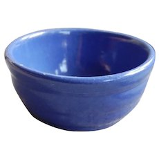 Vintage Kitchen Ribbed Pottery Bowl in Pretty Blue