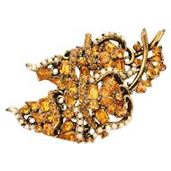 31833a - Signed Hollycraft 1953 Topaz Stones & Creamy Pearls Brooch/Pin
