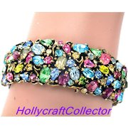 33397a - Signed HOLLYCRAFT 1950 Single Hinged Pastel Bangle Bracelet