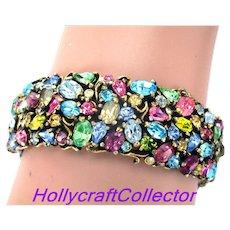 33397a - Signed HOLLYCRAFT 1950 Single Hinged Pastel Bangle Bracelet