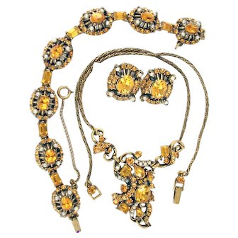 33972a - Signed HOLLYCRAFT 1953 Yellow Topaz Stones & Creamy Faux Pearls Set