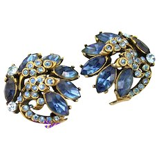 34546a - Signed Hollycraft 1952 Light & Dark Sapphire Stones Small Clip Earrings