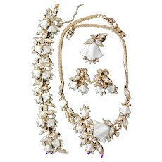 34679a - Hollycraft 1953 Tulips & Clear Stones Necklace Bracelet Pin & Earrings