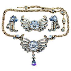 34770a - Vintage HOLLYCRAFT 1957 Light Sapphire Necklace Brooch & Earrings Set