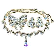 34782a - Vintage HOLLYCRAFT 1957 Light Sapphire Necklace Brooch & Earrings Set