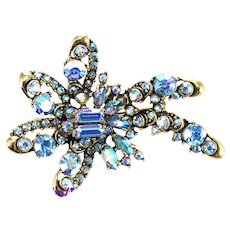 36255a - Signed HOLLYCRAFT 1957 Rare Light Sapphire AB Shooting Star Shaped Brooch