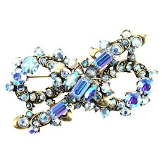36264a - Signed HOLLYCRAFT 1957 Rare Light Sapphire AB BOW Shaped Brooch