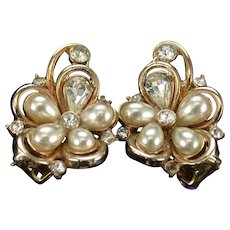 36429a - Signed Vintage Hollycraft 1953 Tear Drop Pearls & Clear Stones Earrings