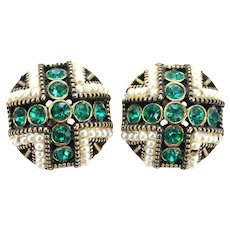 36936a - Signed Hollycraft 1954 Green Stones & Faux Pearls Small Clip Earrings
