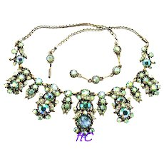 37158a - HOLLYCRAFT 1958 Green Cat's Eyes & Green AB Stones Big Bib Necklace