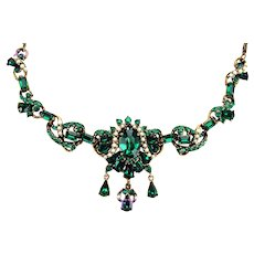 37486a - Signed Hollycraft 1953 Emerald Green & Faux Pearls Dangle Necklace