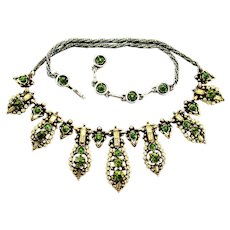 37863a - HOLLYCRAFT 1955 Olivine & Jonquil Baguette Round Stones Necklace