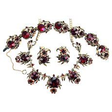 37936a - Hollycraft 1954 Valentine Red Color Rhinestones Flower Parure