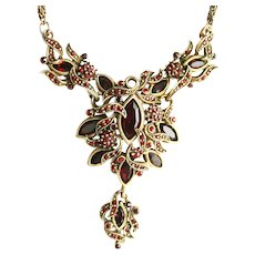 38063a - HOLLYCRAFT 1950 Red Colored Medallion Necklace With Pendant