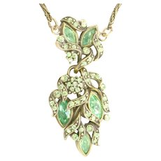 38141a - HOLLYCRAFT 1950 Peridot Colored Rhinestones Pendant Necklace