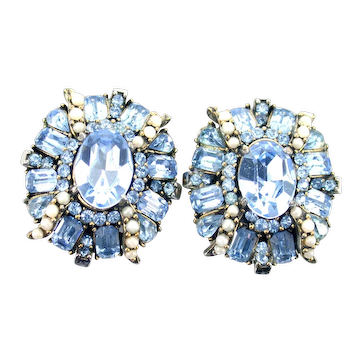 38494a - Signed HOLLYCRAFT 1953 Light Sapphire & Faux Half Pearls Earrings Set