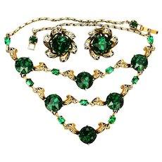 39073a - HOLLYCRAFT 1952 Large Emerald Green Stones Bib Necklace & Earrings Set