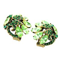 39125a - Hollycraft 1952 Peridot & Emerald Green Rhinestones Clip Back Earrings