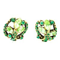 39138a - Hollycraft 1952 Peridot & Emerald Rhinestones Screw Back Earrings