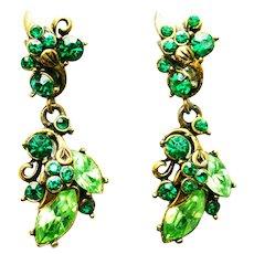 39589a - Hollycraft 1952 Peridot & Emerald Stones Drop/Dangle Clip On Earrings