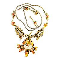 39741a - HOLLYCRAFT 1956 Topaz Color Stones Wired Seed Pearls Pendant/Necklace