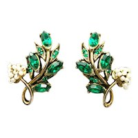 39755a - HOLLYCRAFT 1956 Green Color Stones Wired Seed Pearls Clip Earrings