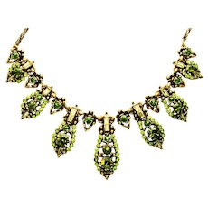 39889a - HOLLYCRAFT 1955 Olivine Chaton & Jonquil Baguette Stones Necklace