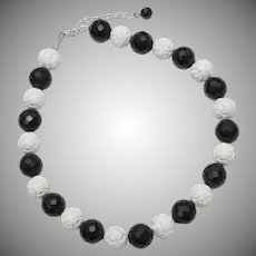 "18"" Black & White Carved Flower Bead Necklace"