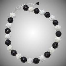 "18"" Black & White Flower Bead Necklace"
