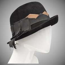 Neumann-Endler Inc Signed Fair Field Felts Black Wool Cloche Hat w/ Grosgrain Ribbon
