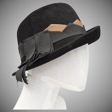 Neumann-Endler Inc Signed Fair Field Felts Black Wool Cloche Hat w/ Grosgrain Ribbon