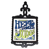 1960s 'Here Comes The Judge' White Ceramic Tile & Black Cast Metal Kitchen Trivet