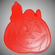 1974 Hallmark ~ Snoopy & The Great Halloween Pumpkin Cookie Cutter