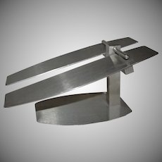 Low Profile Metal Shoe Display Stand
