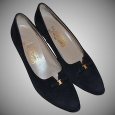 Salvatore Ferragamo Designer Black Suede Leather Bow Classic Pumps / Heels